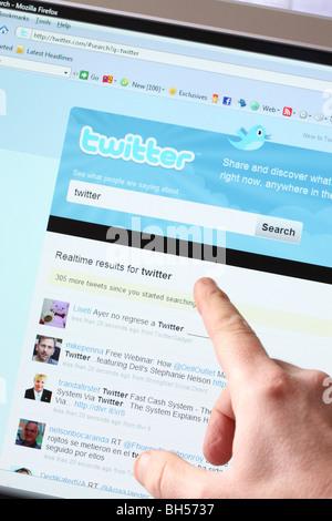 Twitter online social networking web site www website - Stock Photo
