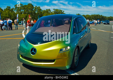 https://l450v.alamy.com/450v/bh5gw2/mercedes-benz-bionic-car-on-2006-michelin-challenge-bibendum-paris-bh5gw2.jpg