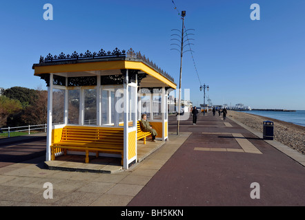 Promenade shelter, Southsea Seafront, Portsmouth, Hampshire, England, Uk. - Stock Photo