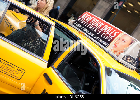 USA, New York City, Manhattan, Fifth Avenue street scene - Stock Photo