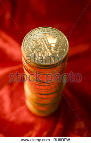 Ein Stapel Goldmünzen (Wiener Philharmoniker) - A Pile of Gold Coins (Wiener Philharmoniker) - Stock Photo