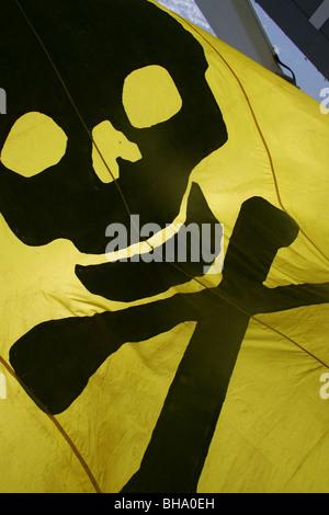 skull and cross bones crossbones pirate flag - Stock Photo