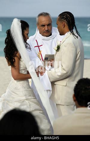 Wedding ceremony, South Beach, Miami, Florida, USA - Stock Photo