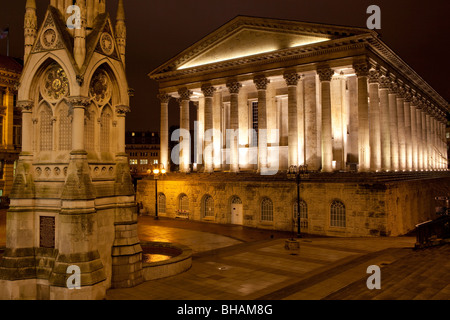 Chamberlain Square showing the Chamberlain memorial, and Town Hall. Birmingham City Centre, Birmingham, England - Stock Photo