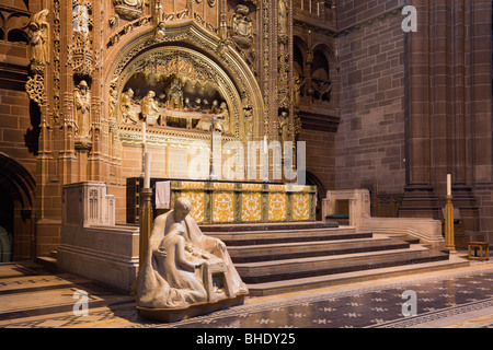 Liverpool, Merseyside, England, UK, Europe. Mary Joseph and baby Jesus sculpture by the High Altar in the Anglican - Stock Photo