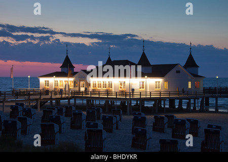 The pleasure pier of Ahlbeck on the Baltic Island Usedom in evening light. Mecklenburg-Western Pomerania, Germany. - Stock Photo