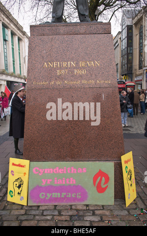 Welsh Language Society, Cymdeithas yr iaith Gymraeg, protest at Aneurin Bevan statue in Cardiff, South Wales, UK - Stock Photo