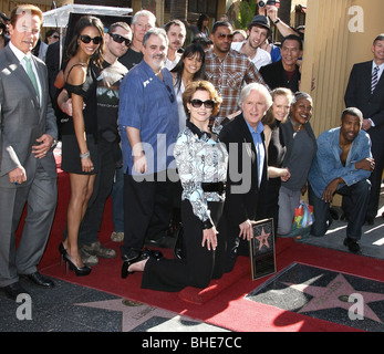 ARNOLD SCHWARZENEGGER JAMES CAMERON AVATAR CAST JAMES CAMERON HONORED WITH A STAR ON THE HOLLYWOOD WALK OF FAME - Stock Photo