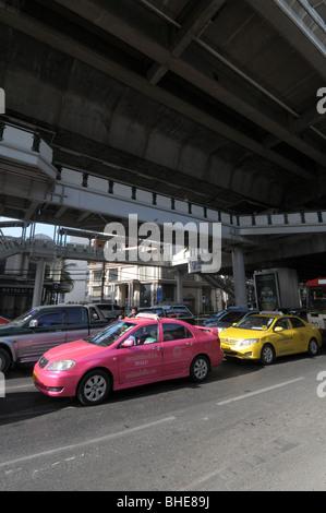 Traffic crawls along Sukhumvit Road below skytrain station Nana Bangkok Thailand. - Stock Photo