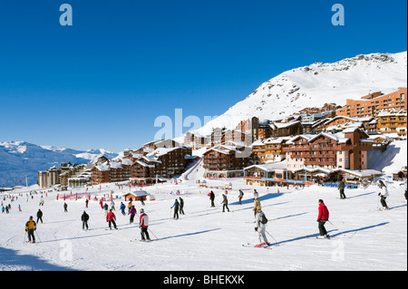Skiers on the slopes in the centre of the resort of Val Thorens, Three Valleys, Tarentaise, Savoie, France - Stock Photo
