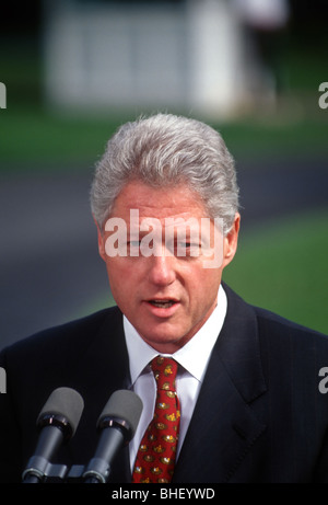 US President Bill Clinton makes a brief statement on the south lawn of the White House in Washington, DC. - Stock Photo