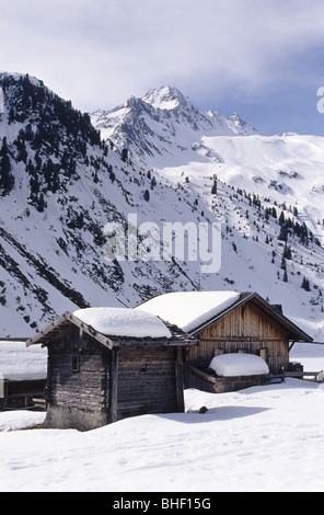 View of the Oberissalm, a remote settlement in the Oberbergtall valley in Stubai Alps, Austria. - Stock Photo