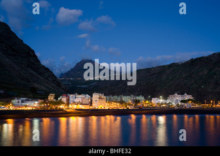Pico Bejenado (1857m), peak of the extinct volcano crater Caldera de Taburiente and coast at dusk, Puerto de Tazacorte, - Stock Photo