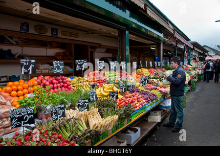 Fruit and vegetables on sale at the outdoor market Naschmarkt in Vienna - Stock Photo