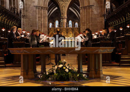 Choir practice at Hereford Cathedral before Evensong,the Altar Table in the foreground. - Stock Photo