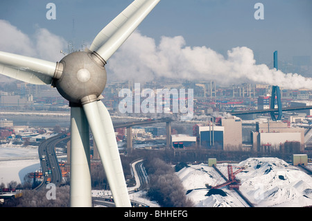 GERMANY Hamburg Altenwerder, a 6 MW Enercon E-126 windmill infront of Hansaport coal and ore bulk harbour during - Stock Photo