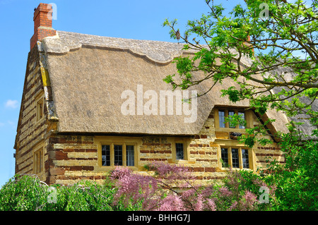 This is a traditionally built cottage located in the village of Blisworth, in Northamptonshire, UK - Stock Photo