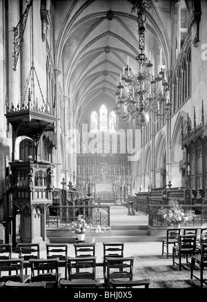 The choir of Southwark Cathedral, London, 1955. Artist: Herbert Felton - Stock Photo
