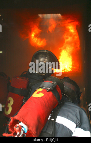 FLASH OVER IN A CONTAINER, BASIC TRAINING FOR PROFESSIONAL FIREFIGHTERS, DEPARTMENTAL SCHOOL OF LES YVELINES (78), - Stock Photo
