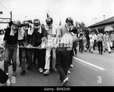 geography / travel, Japan, politics, demonstrations, students demonstrating against the war in Vietnam, Tokyo, 1971, - Stock Photo