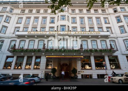 Hotel Vier Jahreszeiten, Hamburg, Deutschland   Hotel Four Seasons, Hamburg, Germany - Stock Photo