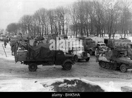 events, Second World War / WWII, Russia 1944 / 1945, German supply vehicles near Britskoye, Ukraine, late January - Stock Photo