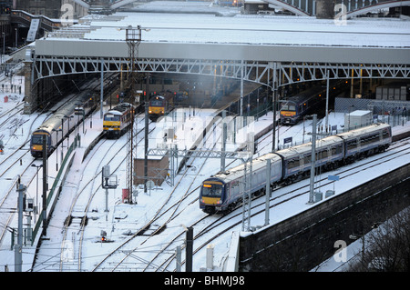 Commuter train leaving the east end of Waverley Station, Edinburgh, Scotland, UK. - Stock Photo