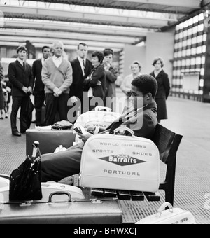 1966 World Cup Tournament in England. Portugal star Eusebio surrounded by autograph hunters at Manchester's Piccaddilly - Stock Photo