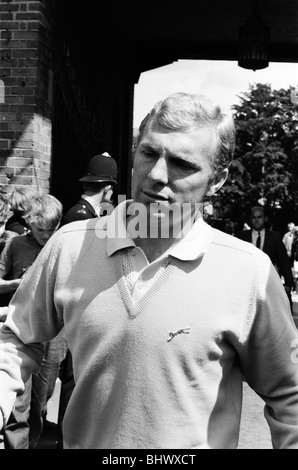 England team depart from Hendon Hall hotel on way to Wembley for World Cup Final, 30th July 1966. England Captain - Stock Photo