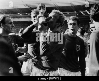 Football World Cup Final 1966 England 4 West Germany 2 Wembley. England captain Bobby Moore kisses cup watched by - Stock Photo
