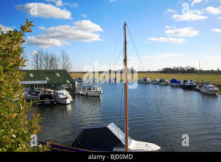 Moored boats on a bend in the River Ant downstream of Ludham Bridge, Norfolk, United Kingdom. - Stock Photo
