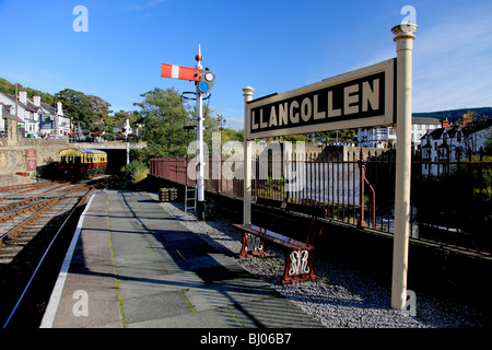 Platform and sign at the end of the line at Llangollen station from where the steam railway runs to Carrog - Stock Photo