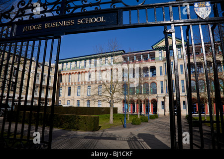 The Judge Business School, University of Cambridge on the site of the old Addenbrookes hospital. - Stock Photo