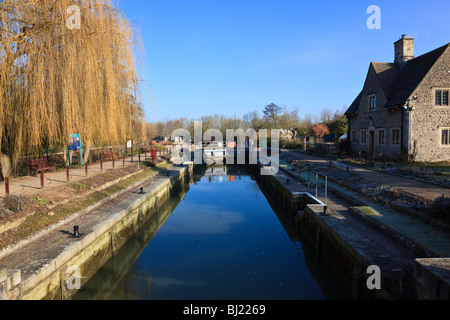 Iffley lock and cottage on the River Thames at Iffley, a willow tree glows in the Winter sunshine, Oxford, Oxfordshire, - Stock Photo