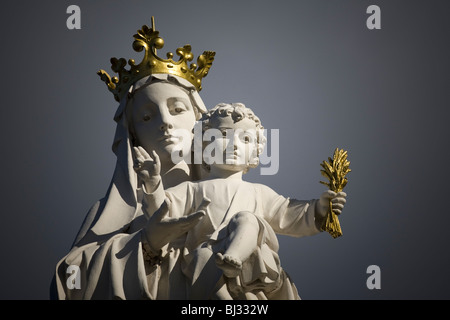 The Virgin Mary carrying the baby Jesus in her arms (Usson - Puy de Dôme - France). Vierge portant l'enfant Jésus - Stock Photo