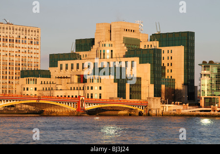 MI6 headquarters (Secret Intelligence Service) on the south bank of the Thames near Vauxhall Cross, London - Stock Photo