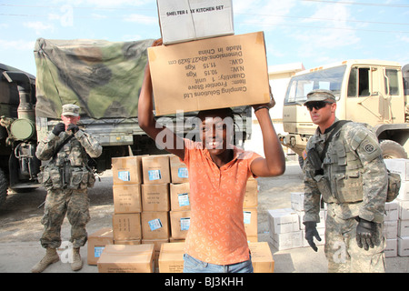 Woman receiving humanitarian aid after the earthquake of January 2010 in Port au Prince, Haiti - Stock Photo