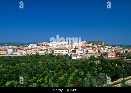 Townscape with Sé Catedral de Silves or Silves Cathedral and Castelo dos Mouros castle, Silves, Algarve, Portugal, - Stock Photo