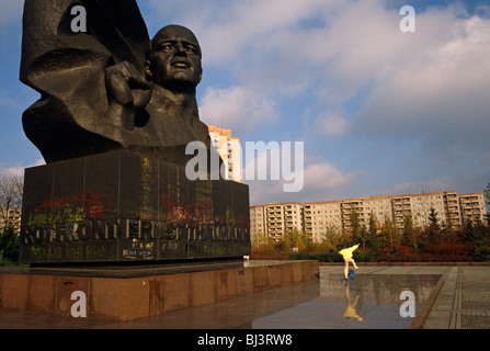 Young skateboarder leaps into the air beneath the huge memorial to the German Communist leader Ernst Thalmann. - Stock Photo
