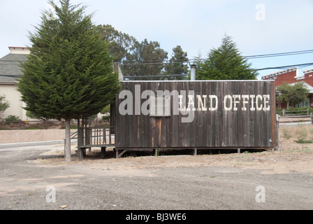 A California real estate land office building. - Stock Photo