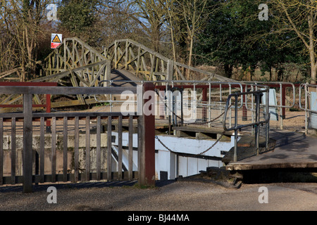 The Lock gates and 'Mathematical Bridge' at Iffley Lock. The Bridge is a copy of that at Cambridge. Oxford, Oxfordshire, - Stock Photo