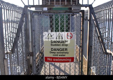 Danger sign at Bartley Reservoir pump house, Birmingham, England, UK - Stock Photo