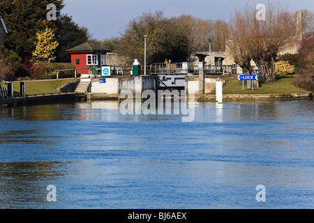 The attractive lock and lock keepers hut at Godstow in the winter sun, with Godstow Nunnery in the background. Oxford, - Stock Photo