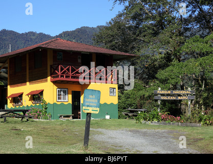 ANAM wardens building in cloud forest at start of Quetzal Trail, Volcan Baru National Park, near Boquete, Chiriqui, - Stock Photo