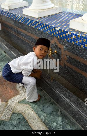 Omar Ali Saifuddien Mosque, Bandar Seri Begawan, Brunei Darussalam - Stock Photo