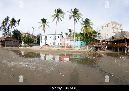 beachfront scene san juan del sur nicaragua with restaurants and hotels on pacific ocean - Stock Photo