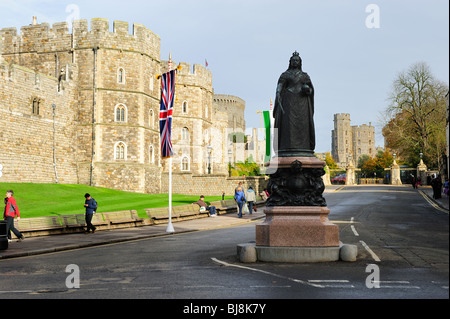 Statue of Queen Victoria outside Windsor Castle, Berkshire, England - Stock Photo