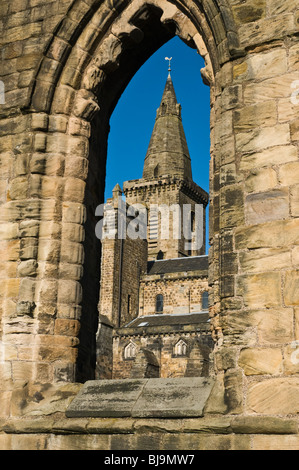 dh Dunfermline abbey DUNFERMLINE FIFE old church twelfth century benedictine abbey scottish historical scotland - Stock Photo