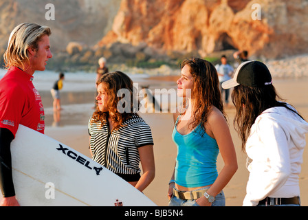 Portugal, Algarve: Teenagers at the beach of Tonel in Sagres - Stock Photo
