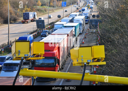 M25 Motorway average speed cameras and traffic jam - Stock Photo